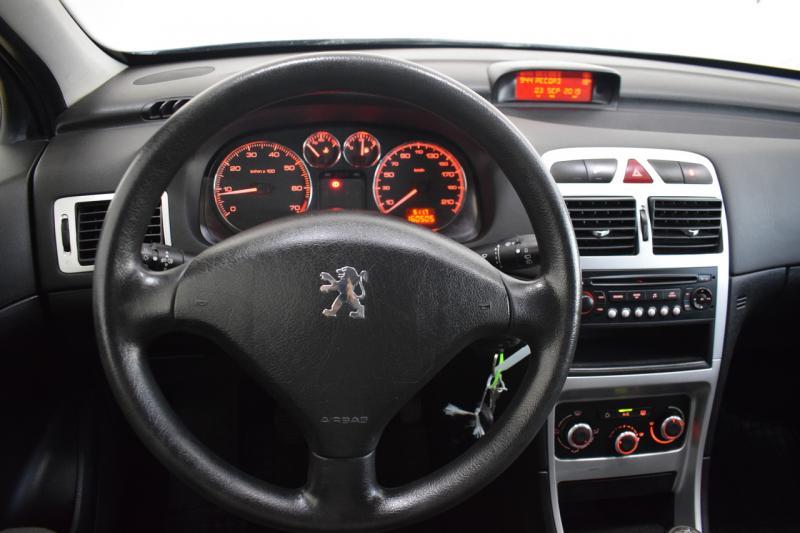 Peugeot 307 1.6 MT (110 л. с.)