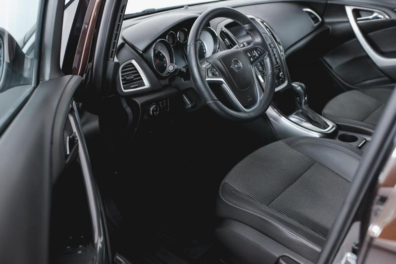 Opel Astra 1.4 Turbo AT (140 л. с.)